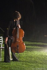 Celliste in de regen